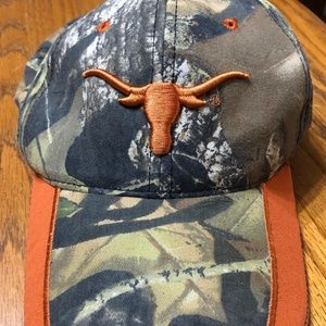 Outdoor Longhorn on front and Texas Cap